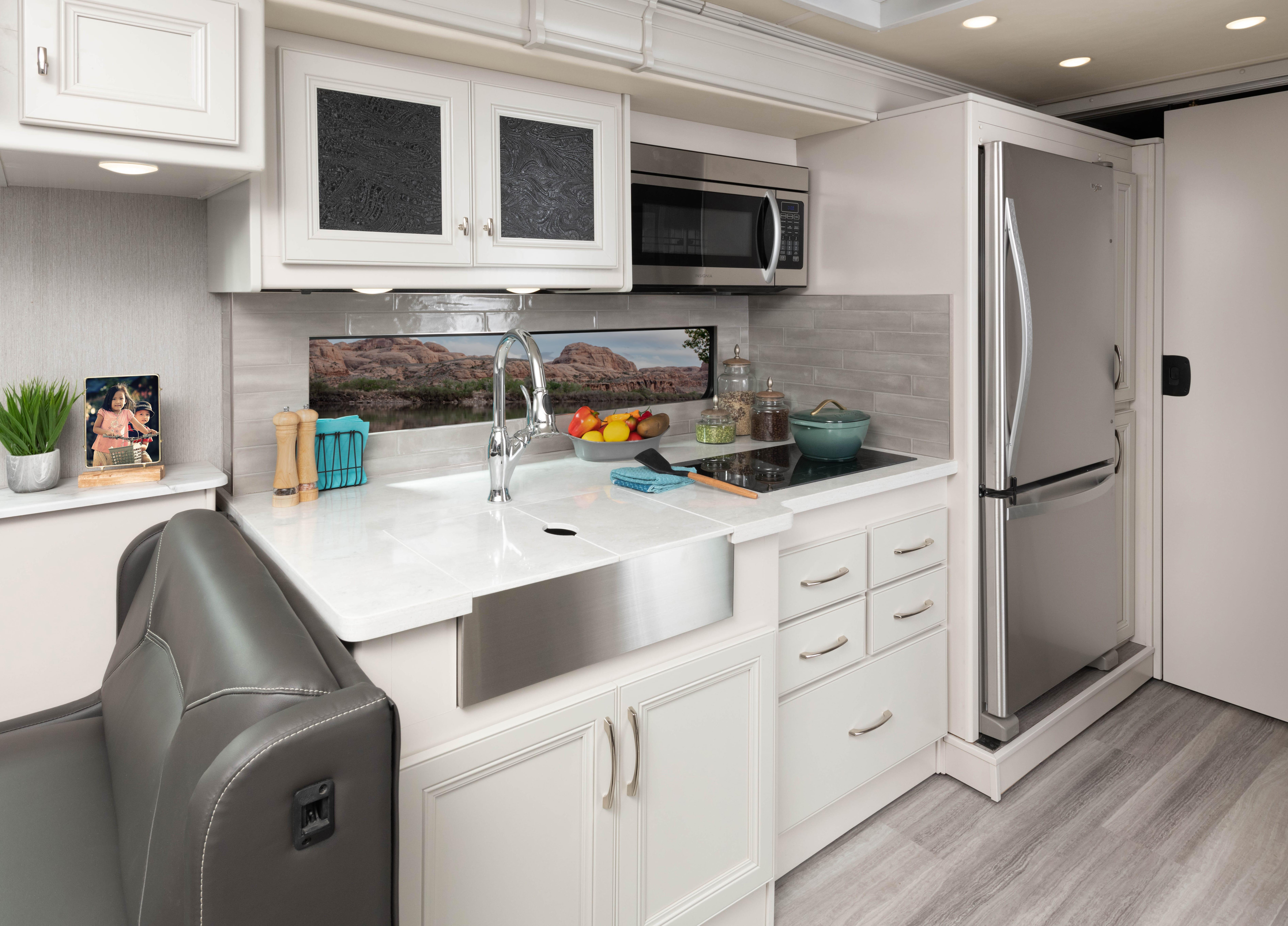 10 galley Frontier34 GT alloy heritage 1596 closed MY22