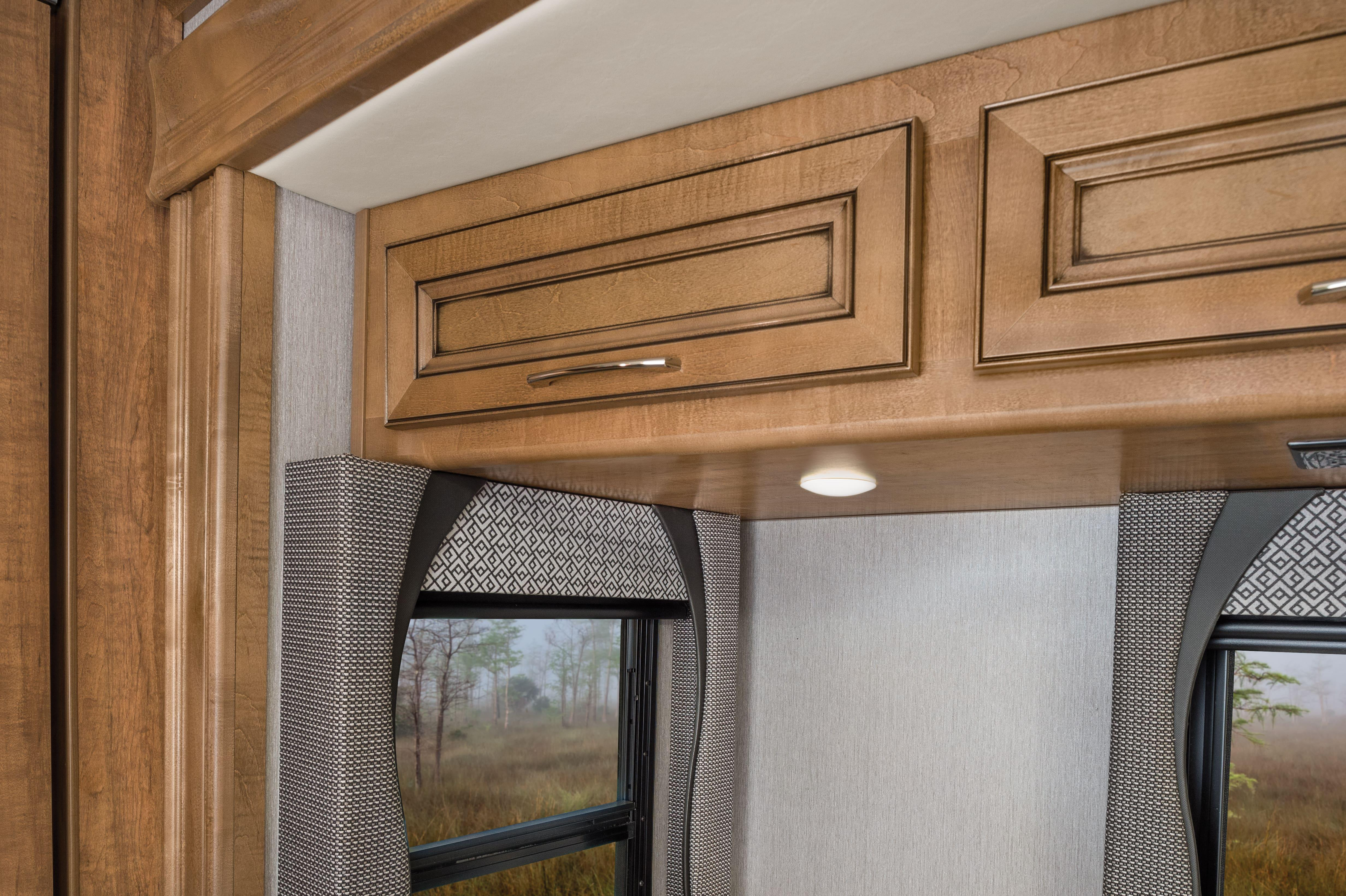 11 cabinetry Bounder33 C MY22 Quicksilver E Chestnut0975 min