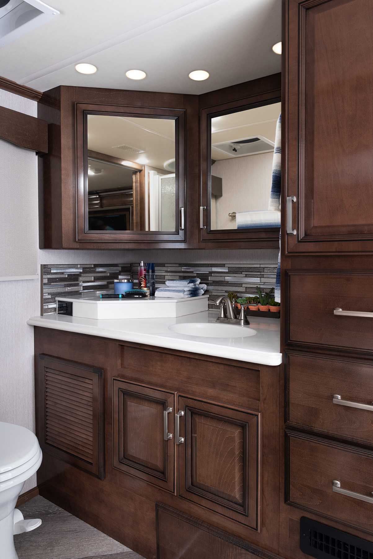 Pace LXE 38K Vapor Decor with Oxford Cabinetry