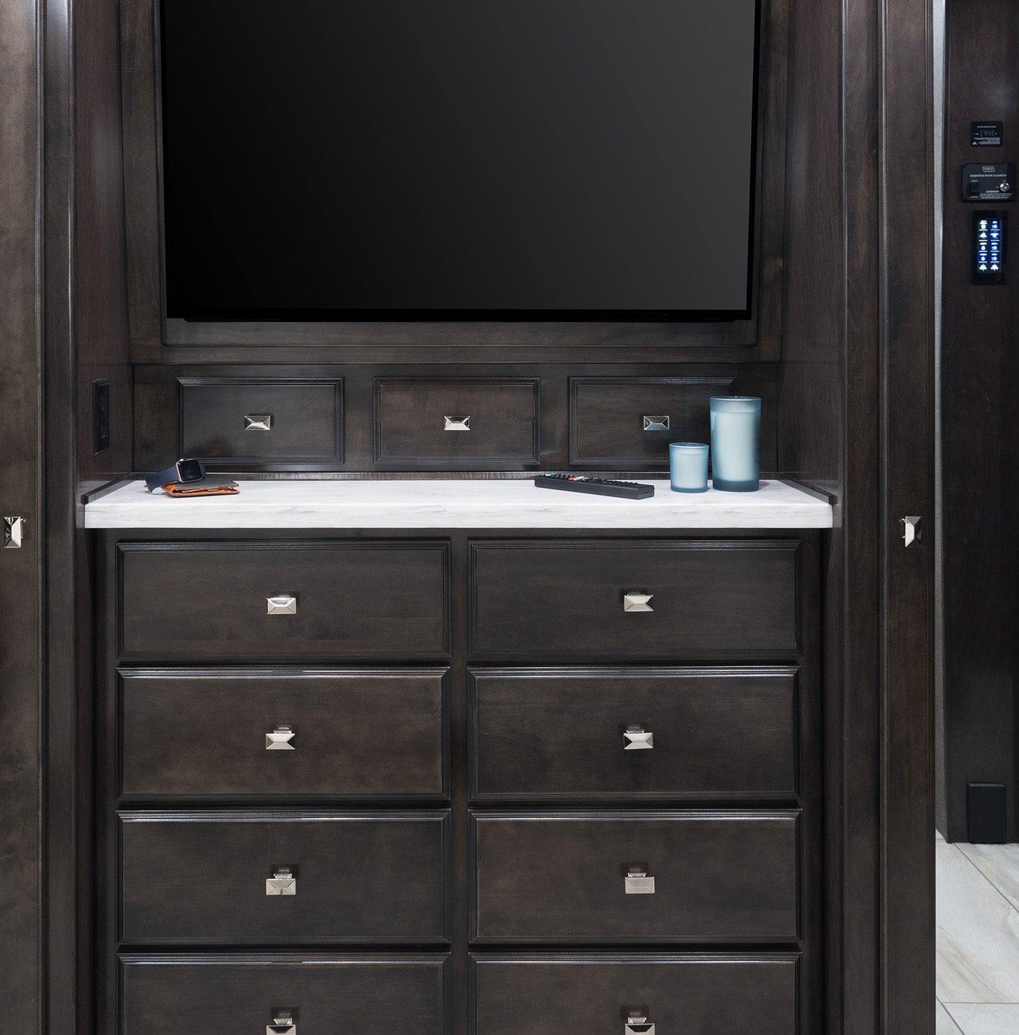 American Revolution 42V with Silverstone décor and Dorian Grey cabinetry