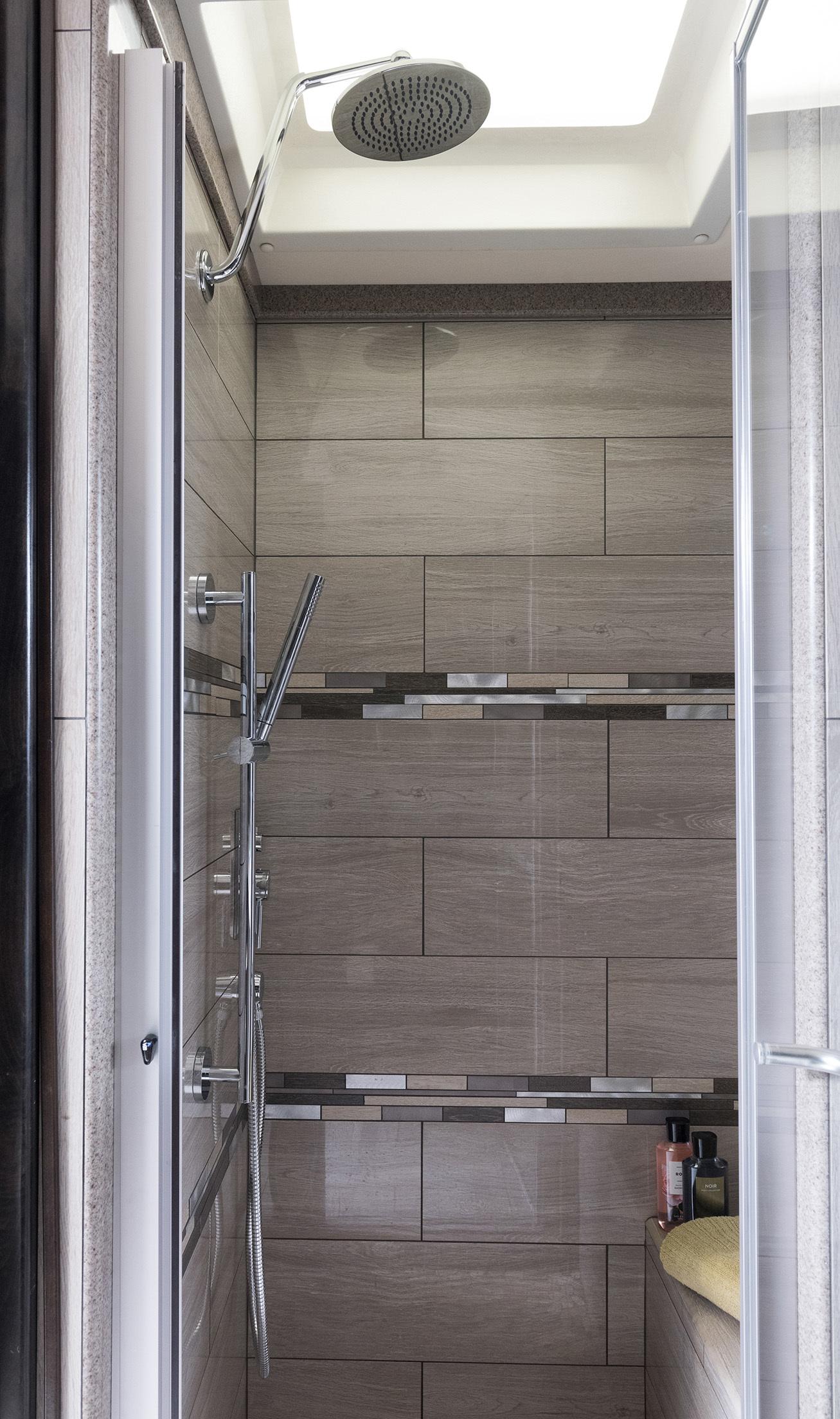 13 Shower 42 V REV Silverston Dorian1473