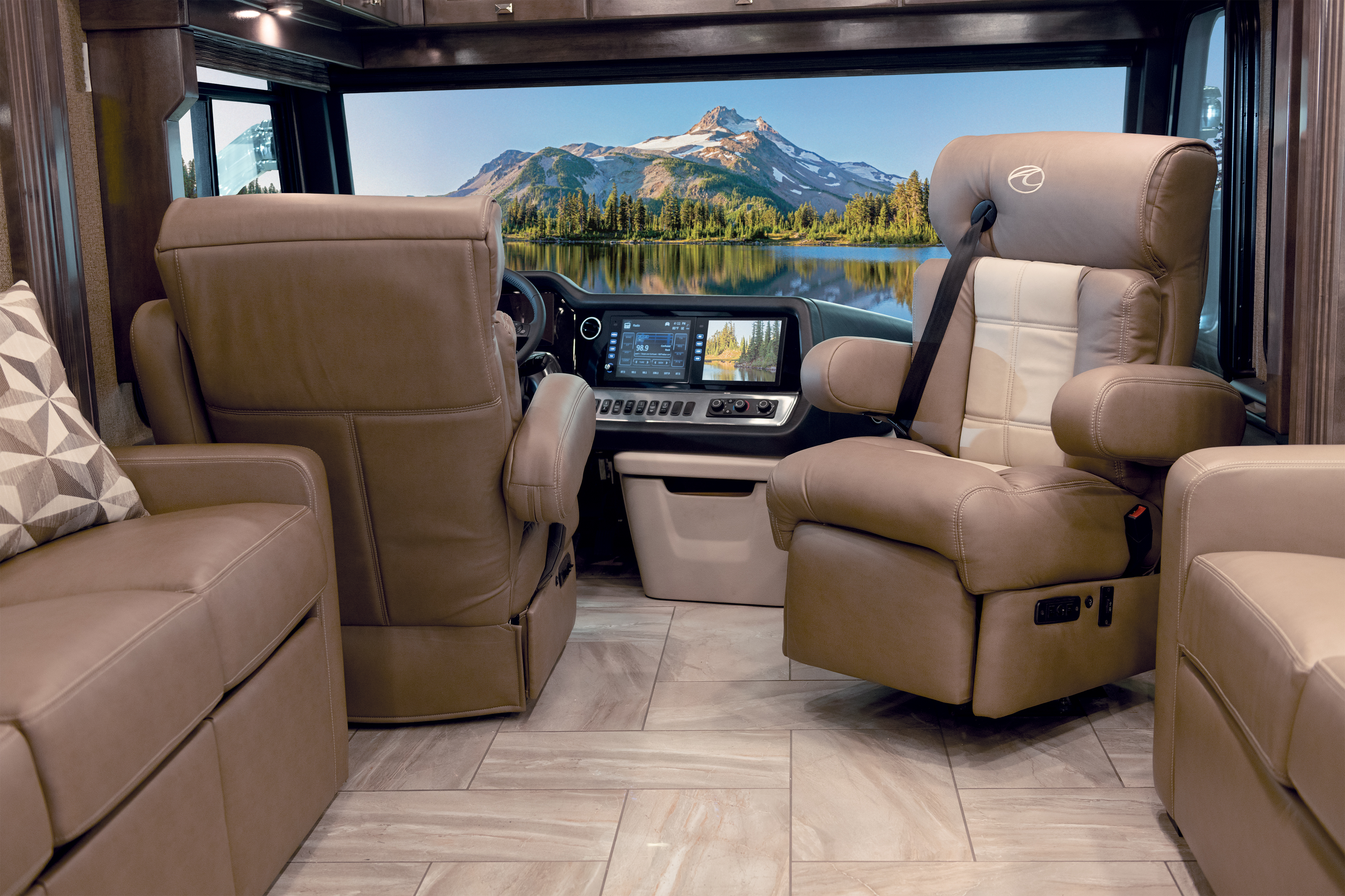 17 Seating Front Tradition42 V Salted Caramel SB Cab MY21