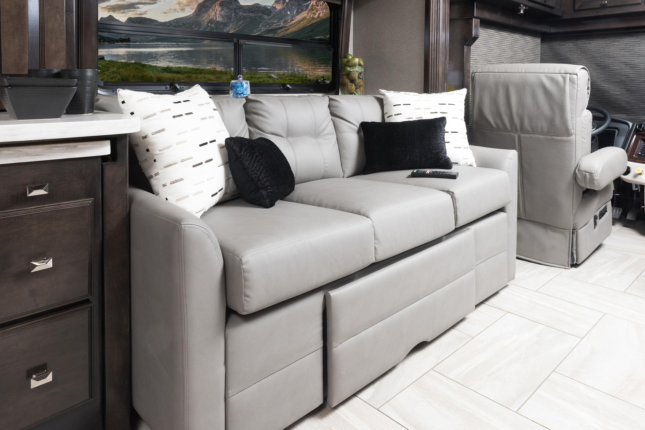 3 sofa 42 V REV Silverston Dorian1677 1