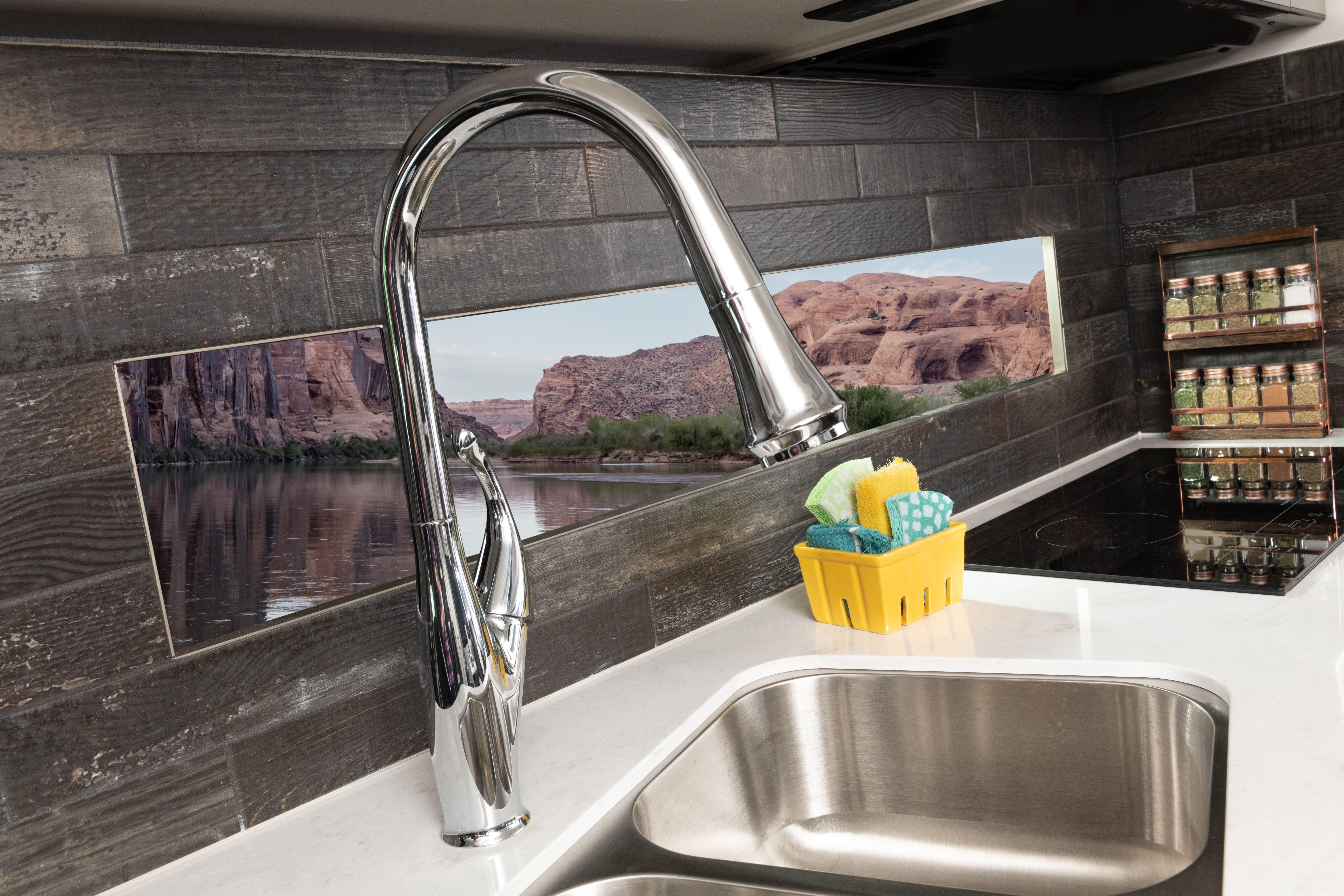 4 faucet DETAIL SW35 K Guinness SA MY22 7190