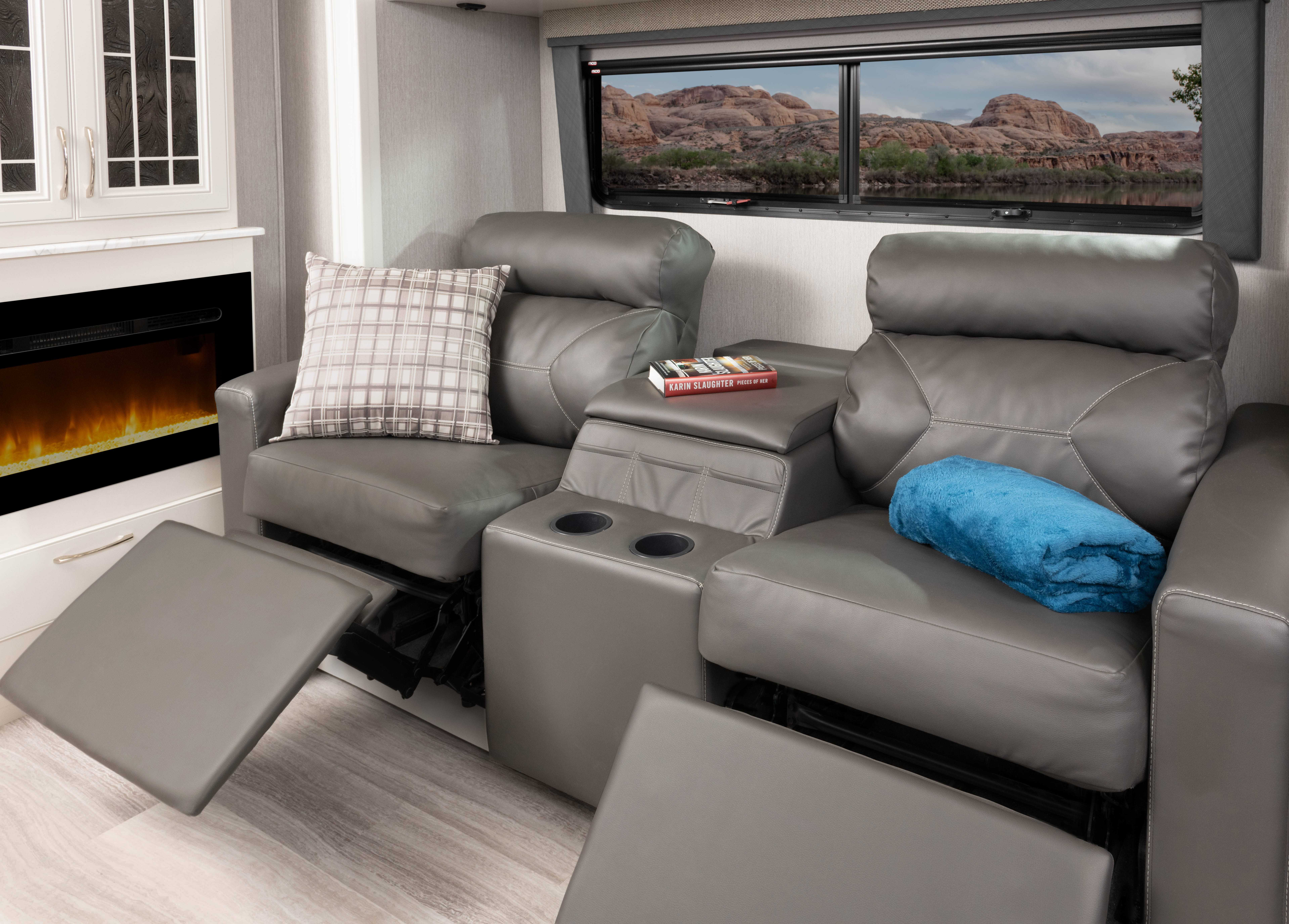 4 theatreseat Frontier34 GT Alloy Heritage1434 both MY22