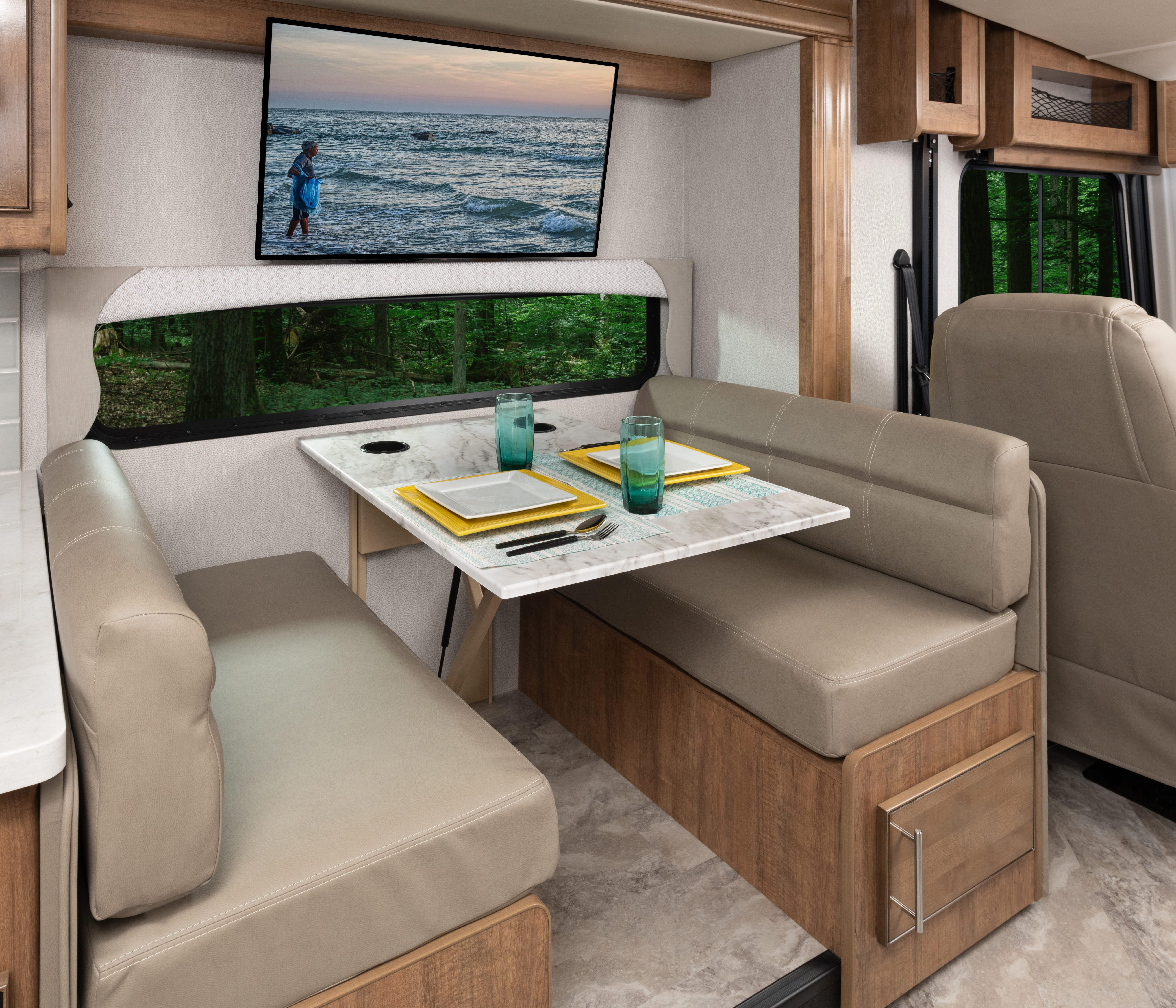 5 dinette INTERIOR Fortis 33 HB Outerbanks Eng Chest MY22 7502