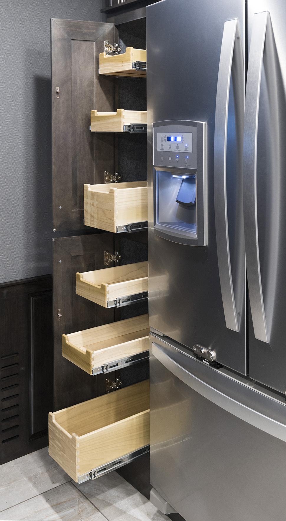 6 pantry 42 V REV Silverston Dorian1728