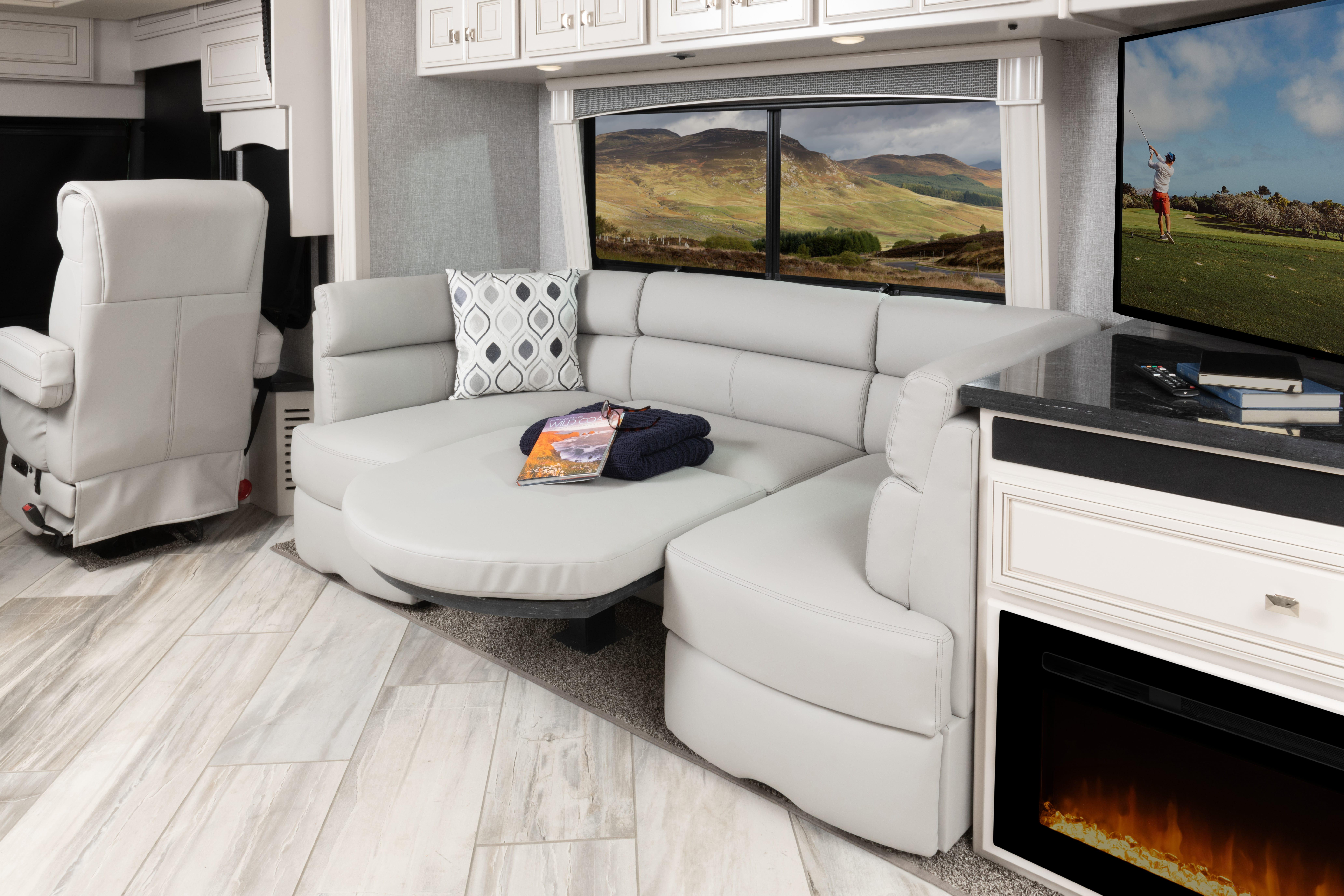 7 bed dinette Discovery LXE44 S sign WF MY22 2224