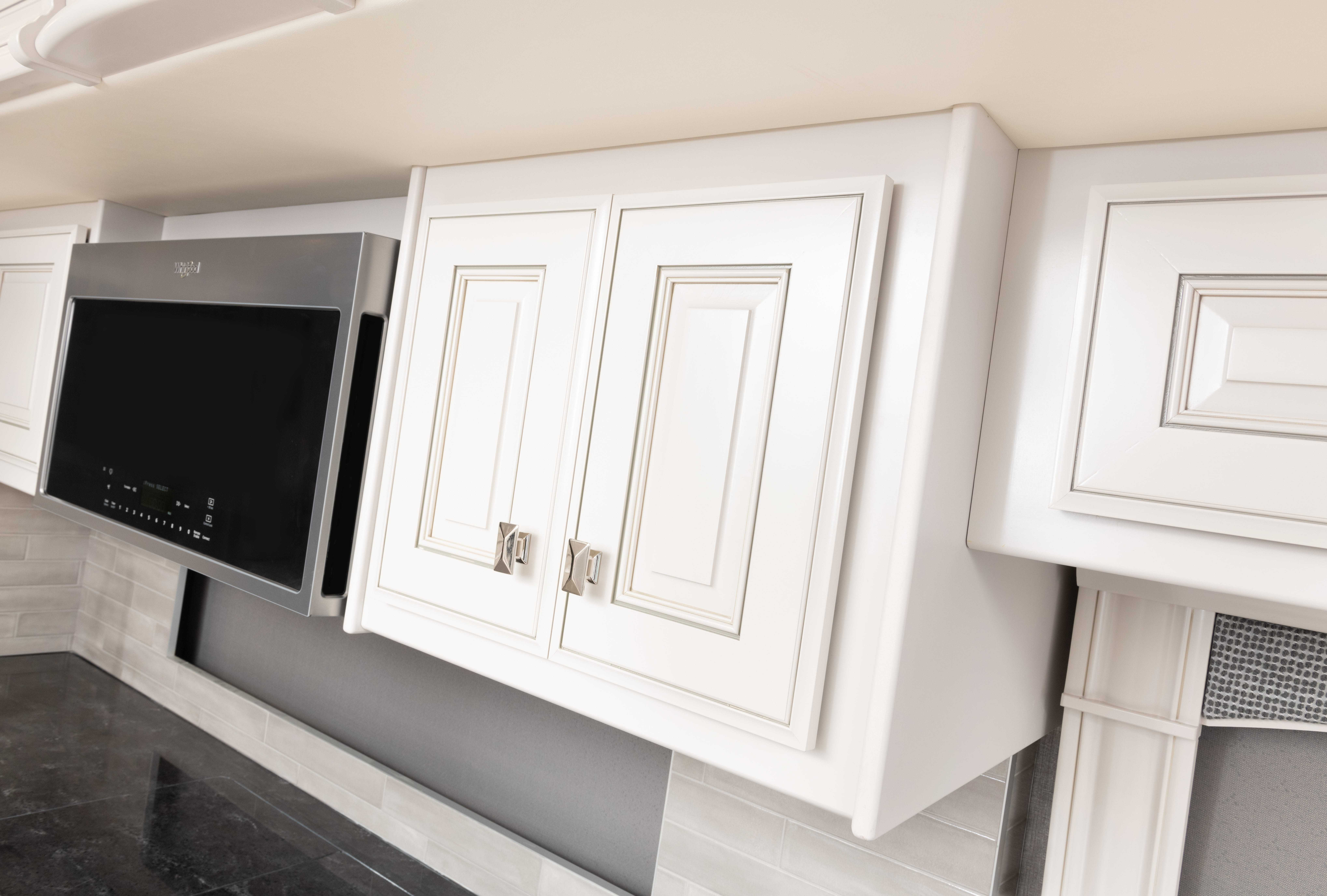 9 cabinetrydetail Discovery LXE44 S sign WF MY22 2353