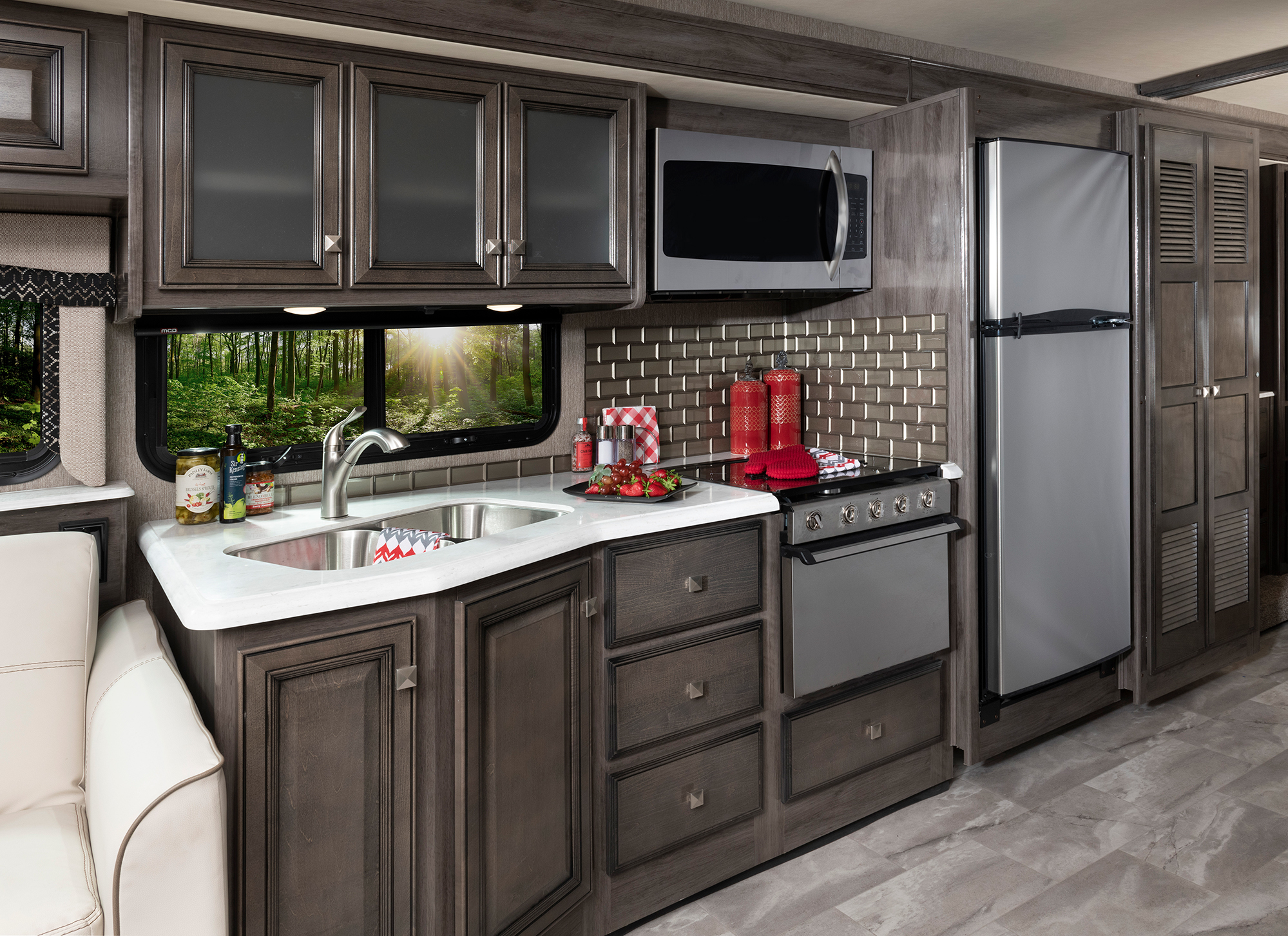 Flair 35R Driftwood décor with Greystone cabinetry