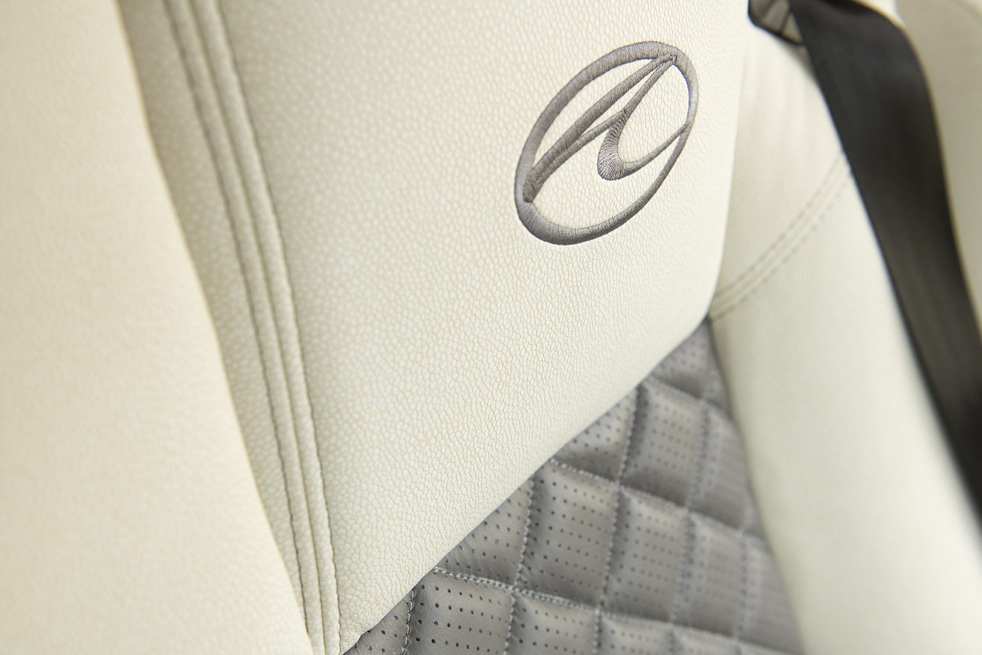 A Clogo SEAT Eagle45 K seat 2143