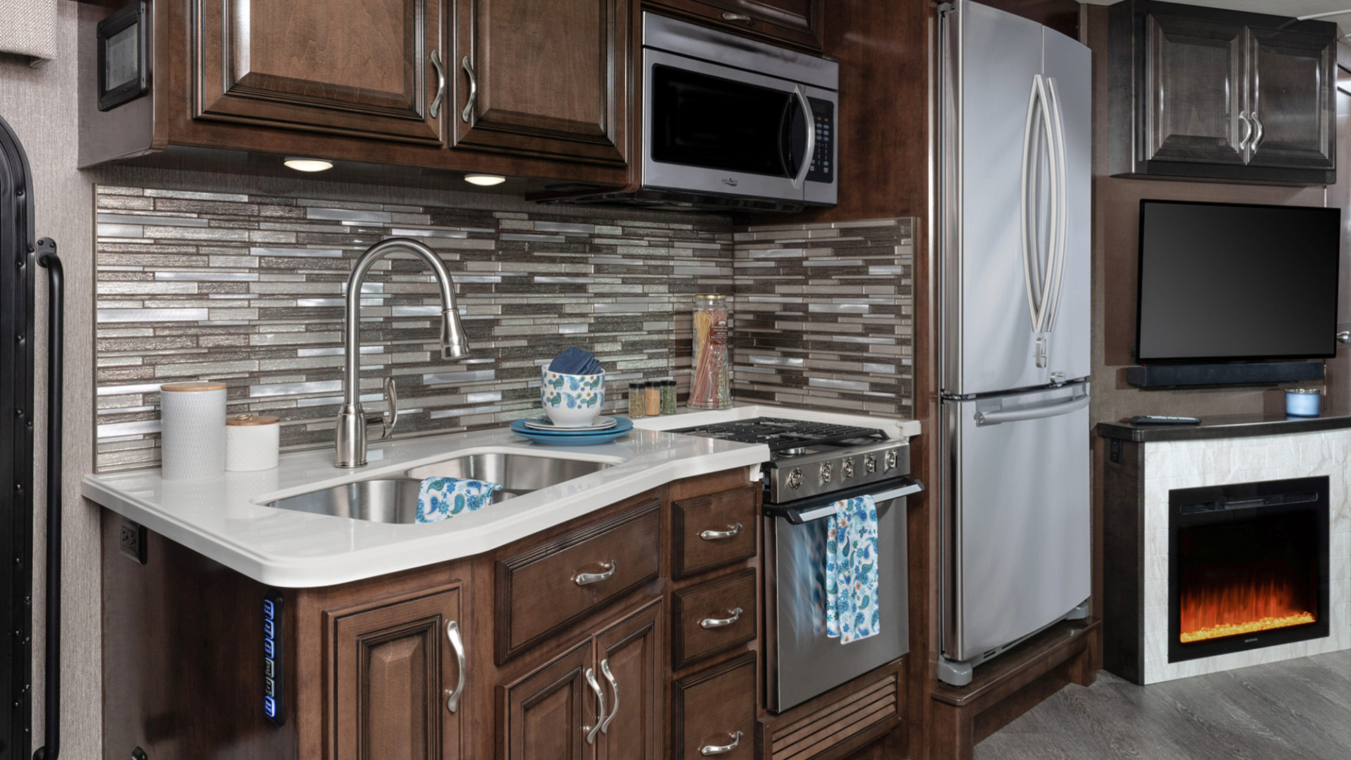 Bounder 35K Oceanview décor with Oxford cabinetry