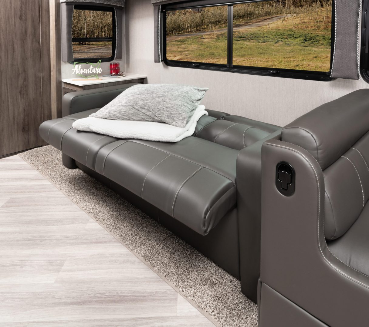 10 sofa VAC33 C moonscape WW MY22 5335 bed