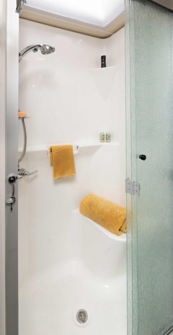 13 shower Naut34 RX canvas bourbon MY22 6459