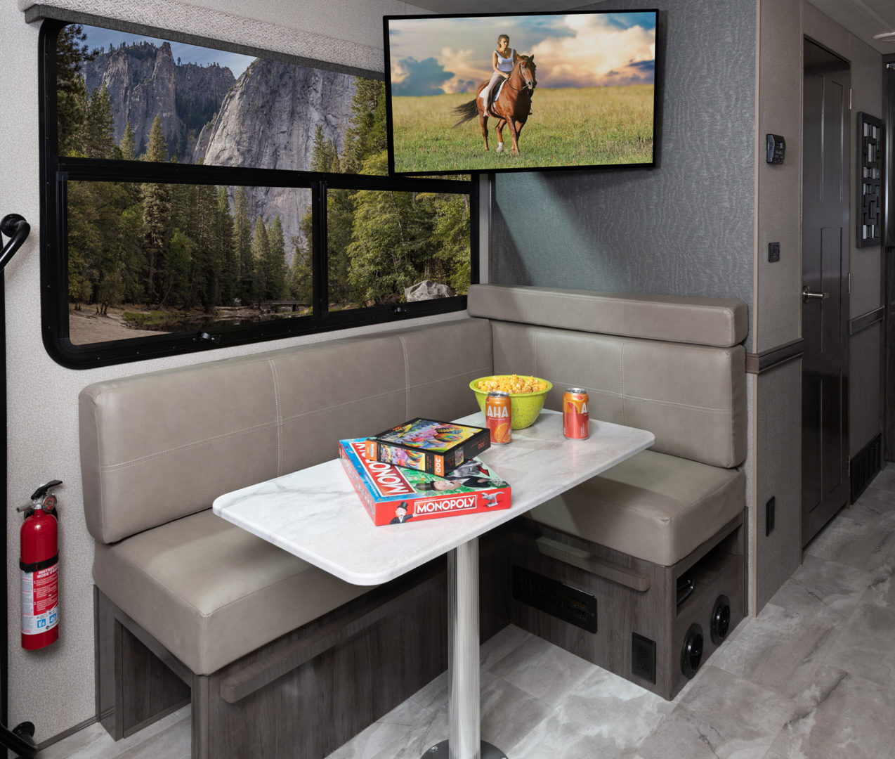 3 Dinette Admiral29 M Moonscape whiswind514 tv2 articulating MY21