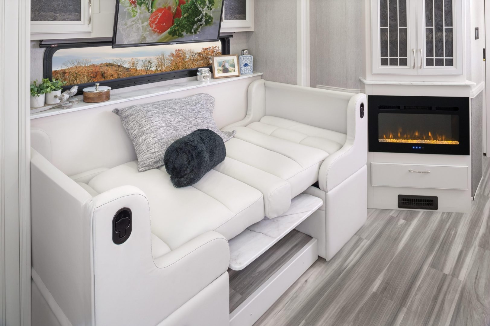 3 dinette BED Nautica 33 TL MY22 Metropolis Fossil 1205