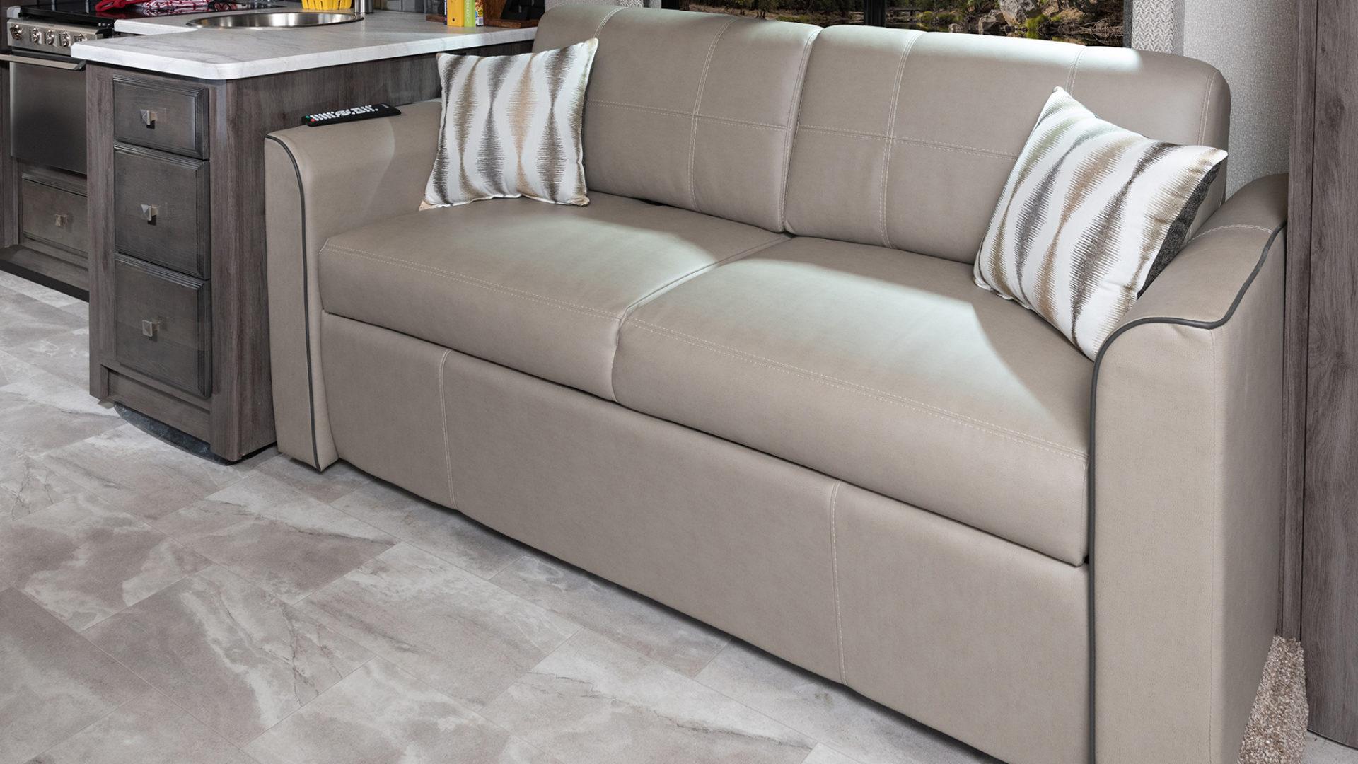 6 sofa Admiral29 M moonscapewhispwind 0573close MY21