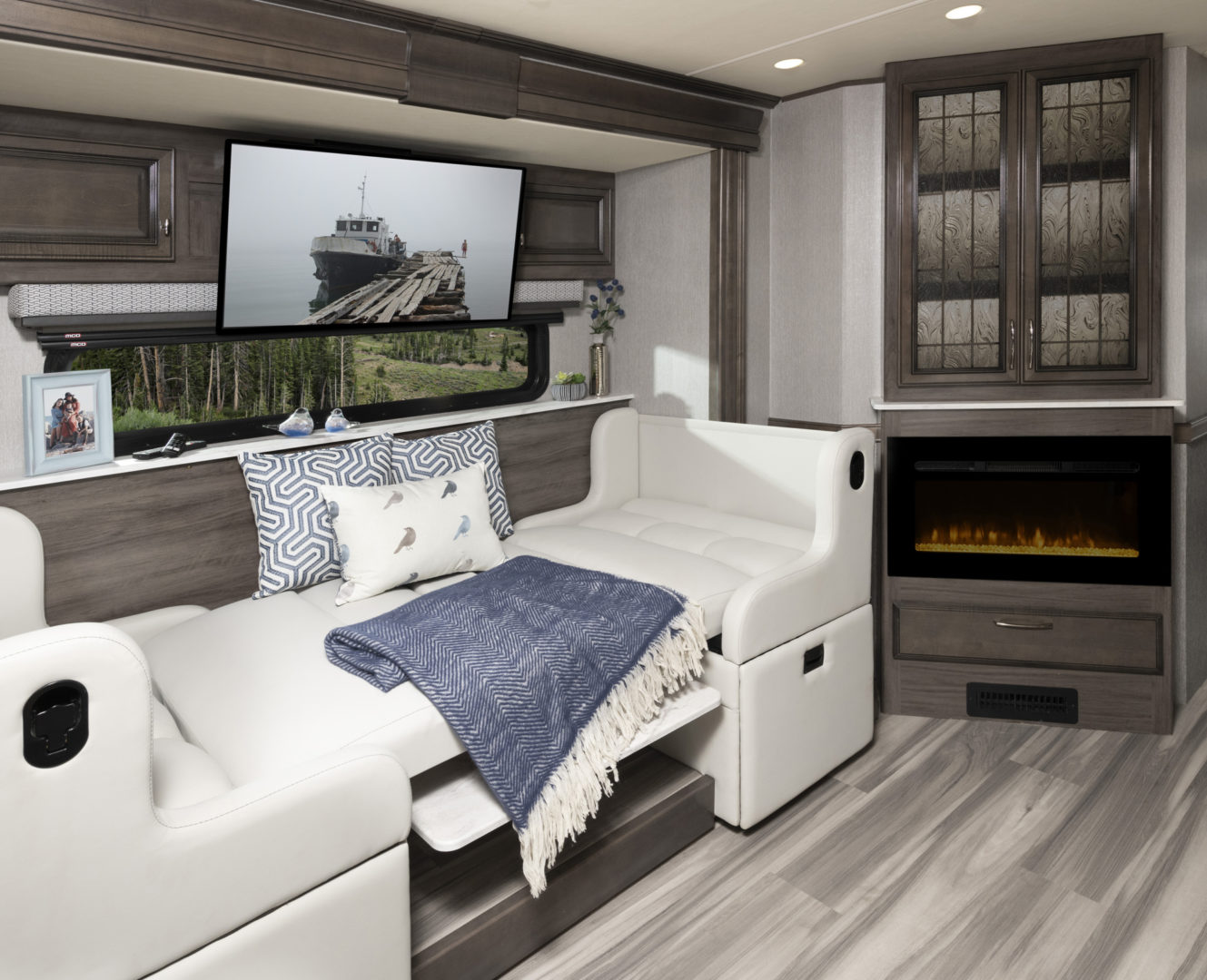 Nautica 33TL Metropolis Decor with Whispering Wind Cabinetry