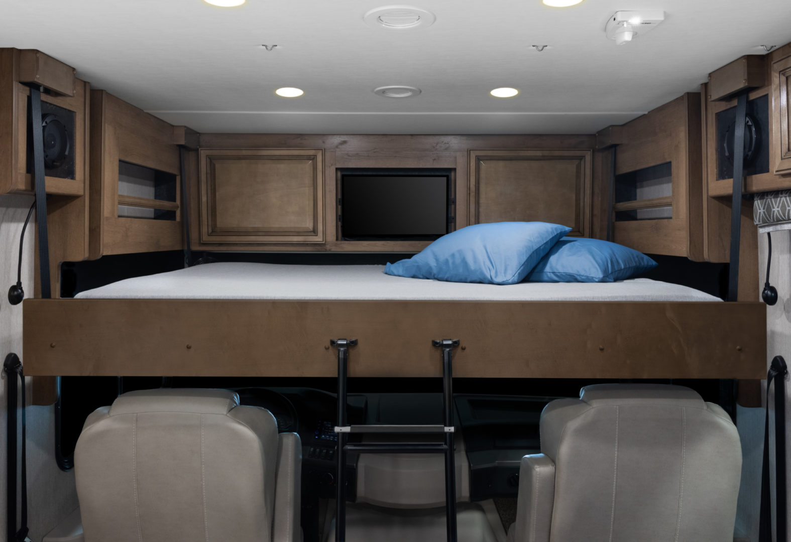 Vacationer 35K Eclipse Decor with Nutmeg Cabinetry