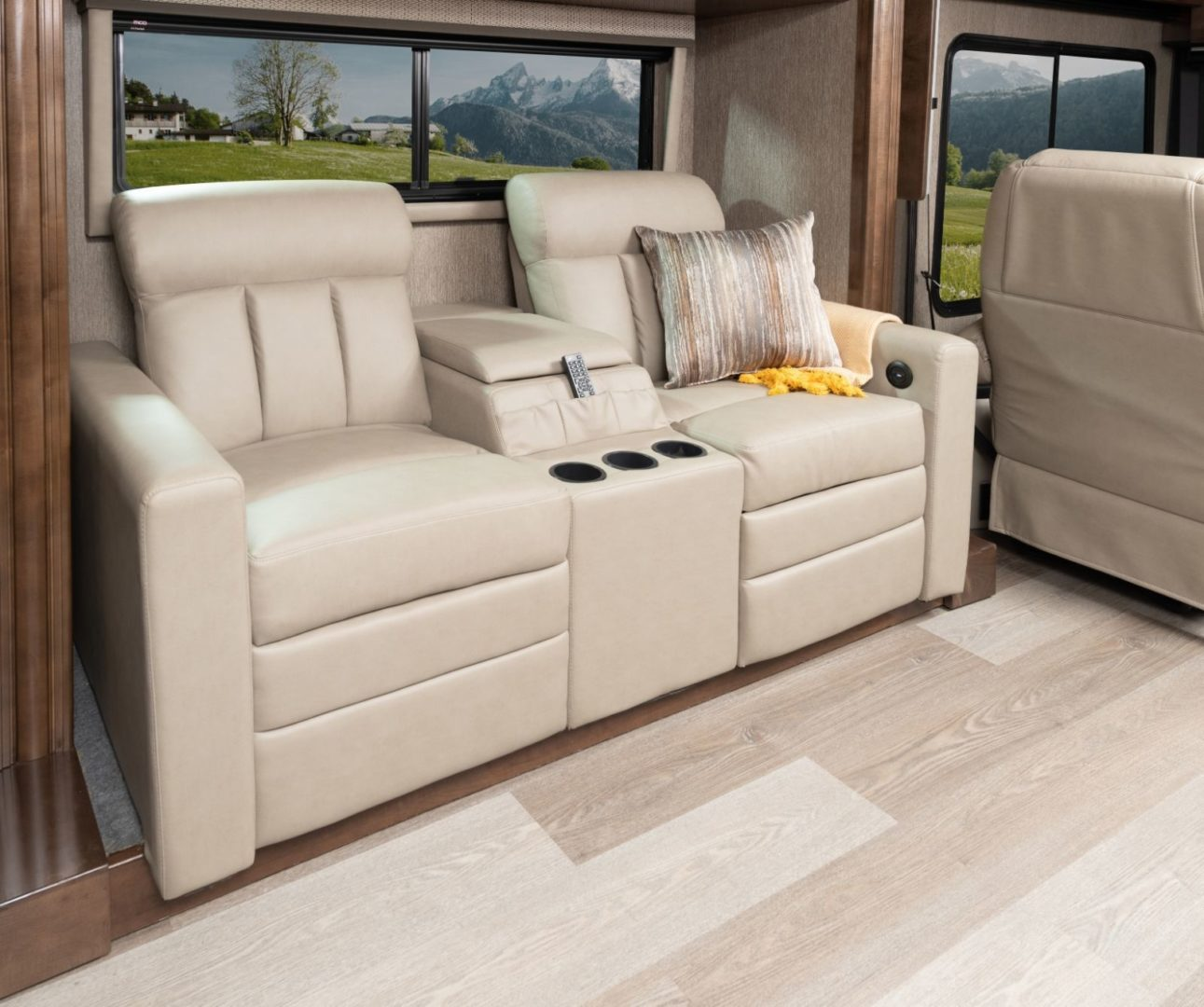 Nautica 34RX Coppe Ridge with Amber Cabinetry