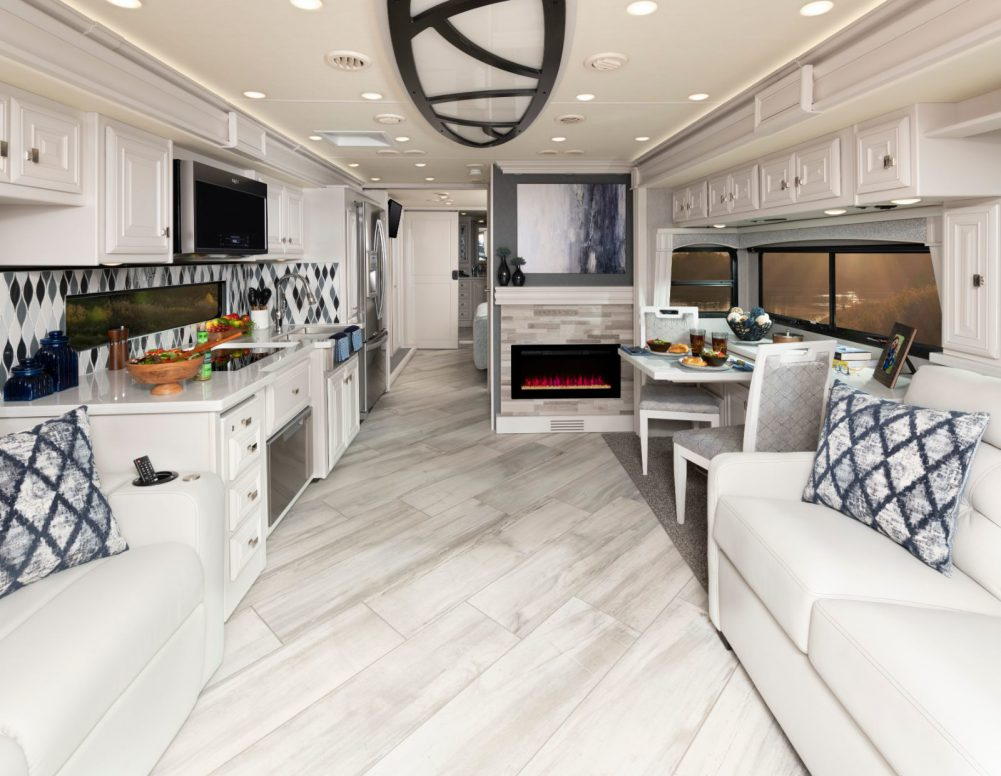 Discovery LXE 40M Enclave Decor with Heritage Cabinetry