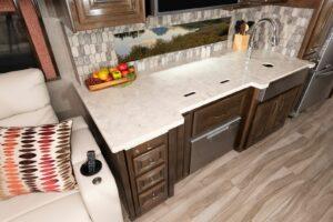 Armada 40M Sonoma Decor with Amber Cabinetry