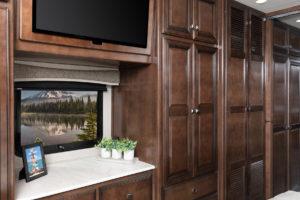 Invicta 34MB Biscotti Decor with Amber Cabinetry
