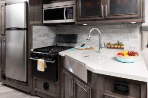 3 galley INVICTA33 HB capri WW 4975closed sink