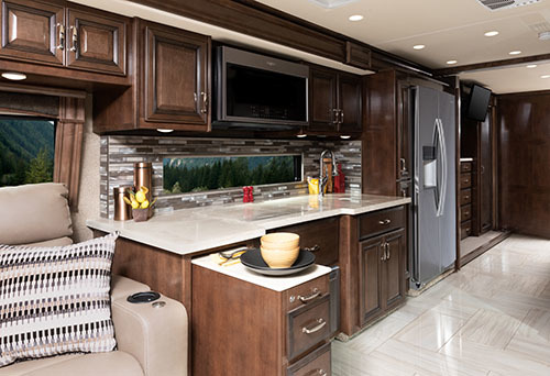 Discovery 38W Savoy Tan Decor with Oxford Cabinetry