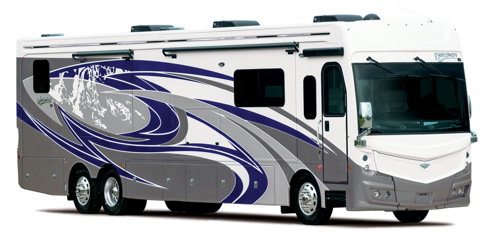 3 4 exterior Discovery LXE44 S Exterior Lakefront MY22